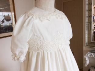 バラ柄コードレースのドレス